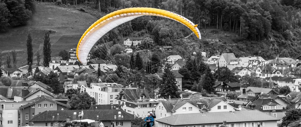 Colour_B&W_Paraglider